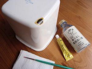 漆で修復する容器の写真