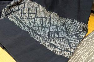 静音さんが作ったスカート。絞りを裾にあしらっている。