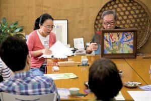どらさんのお話会 紙芝居中のお2人。中川さん、渡辺さん