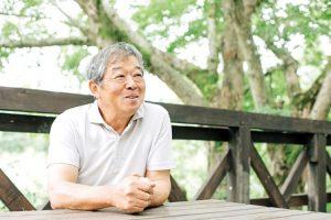 優しく微笑む、自然生施設長柳瀬さん