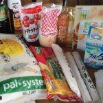 プアンに集まった食品や日用品。お米もみえる。