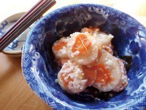 青い小鉢に盛られたかぶら寿司