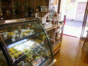 店内の焼き菓子ケース