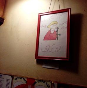 ベルク店内での絵画展の様子