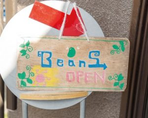 ビーンズふくしま看板「Beans OPEN」と書かれている