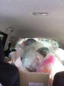 車の中に積み込んだゴミ。