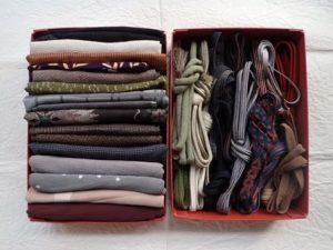 縦ながの2つの箱にきっちりはいった着物の紐