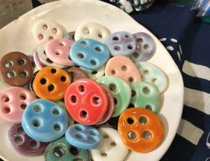 お菓子のようにかわいいからふるなたくさんのボタン